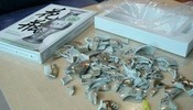 今天买了套3D立体拼图,打开有被骗的感觉