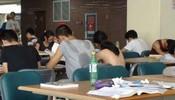 现在的教室太差劲了,竟然不开空调
