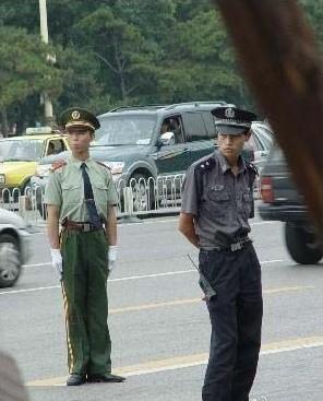 保安和解放军同志的差别