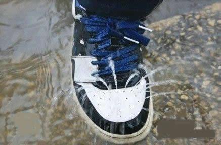 要不是这场大雨,我到现在还不知道这些孔有什么用