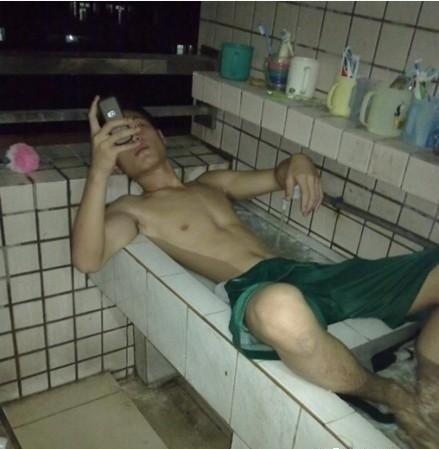 天太热了,先泡个澡