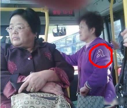 大妈,你这个牌子衣服哪买的,好威武